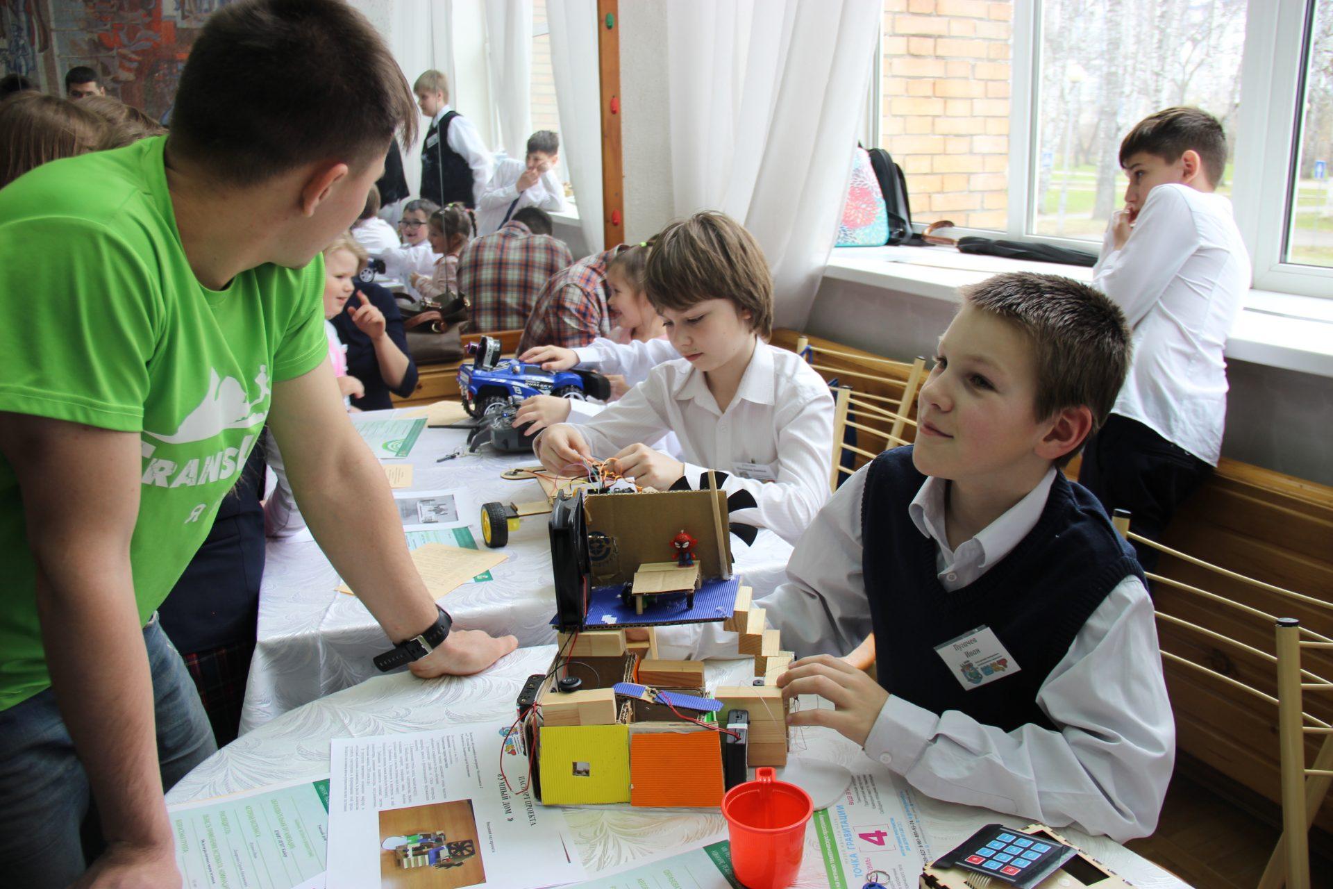 Положительная сторона конкурсов в том, что для образовательных учреждений с невысоким уровнем развития детского технического творчества это единственная возможность показать результаты своей деятельности.